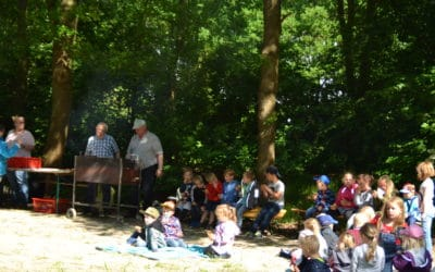 Bürgermeister grillt für Kindergartenkinder
