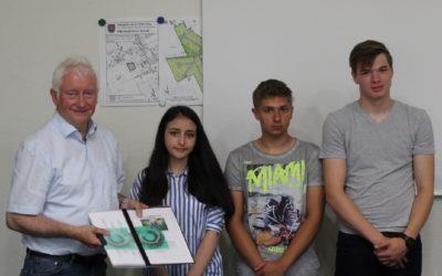 Schul-Energie-Team stellt Klimaschutzprojekt im Rathaus Esterwegen vor und übergibt die Ergebnisse seiner Langzeittemperaturmessungen